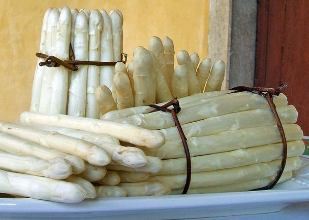 Asparagi bianchi IGP di Cantello